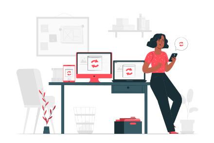 femeie langa computere si analiza serp pe ele